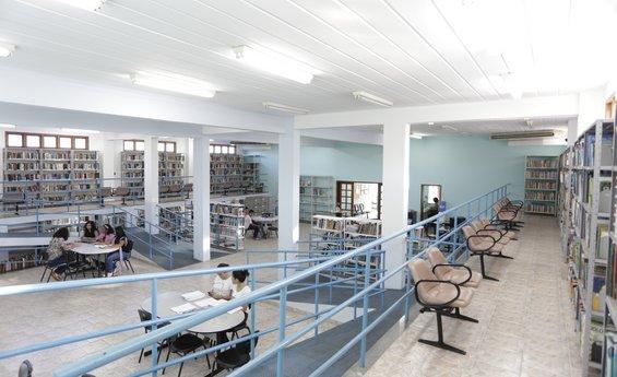 Foto da parte interna da Biblioteca Municpal