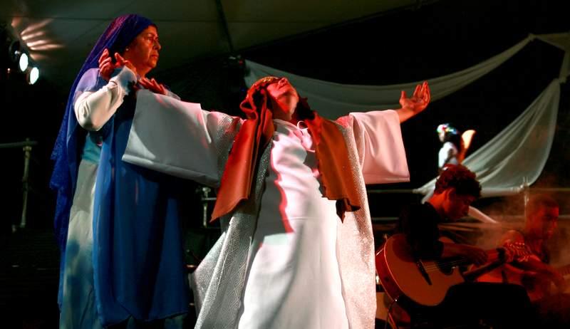 Foto de uma apresentação teatral da Paixão de Cristo