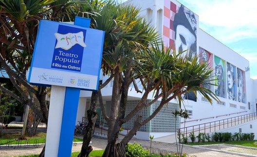 Foto da fachada do Teatro Popular de Rio das Ostras