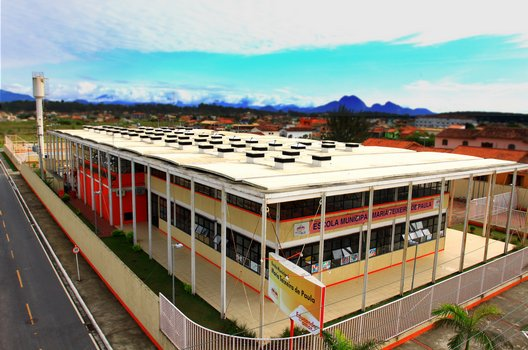 Foto aérea da Escola Municipal Maria Teixeira