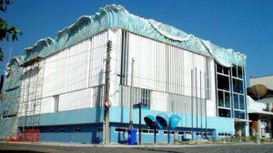 Foto da fachada do prédio da Onda, localizado em frente a praça Pereira Câmara