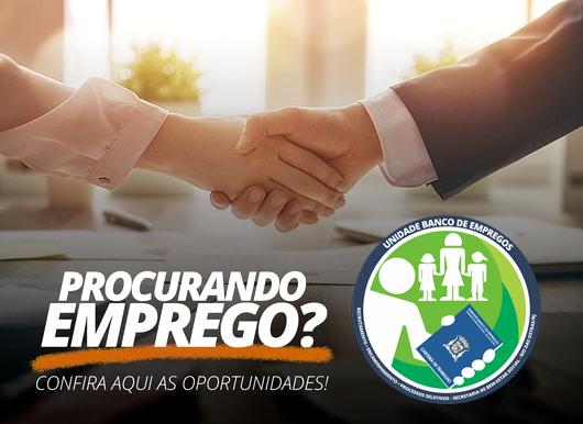 Foto de um aperto de mãos, simbolizando um acordo de contratação - Por cima da foto o seguinte texto: Procurando Emprego? Centenas de oportunidades para você. - Ao lado a logo do Banco de Empregos