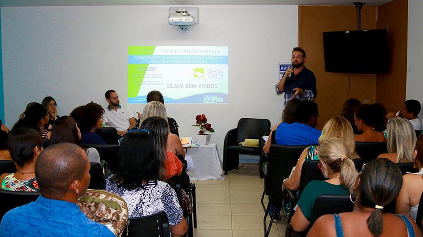 Educadores debatem Base Nacional Comum Curricular